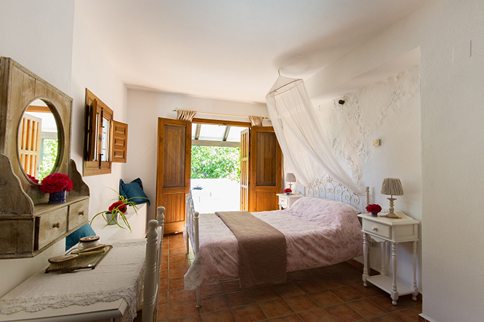 spacious and large annex suite room at foodie bb Finca Las Encinas